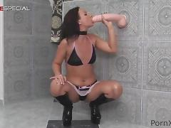 Brunette solo model dildo fucking her cunt after sucking toy