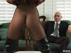 Naughty Porn Chick Teal Conrad Gets Screwed By A Horny Bodyguard