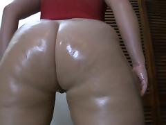 PAWG shaking her ass 2