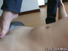 Babe gives sexy footjob