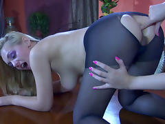 BackdoorLesbians Video: Bessy A and Crystal