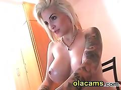 Inked american big-tits milf on webcam