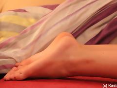 Foot fetish pornstar enjoys getting her toes massaged