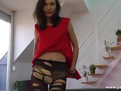 Amateur British babe in stockings stretches her pussy for drilling