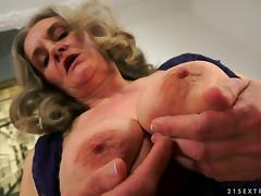 Banging granny feels amazing and he gives the old slut a facial