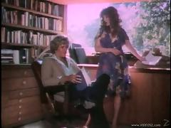 Wavy haired wife giving her hubby a blowjob in saucy retro action