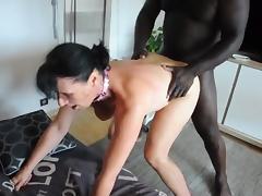 demontee par un black