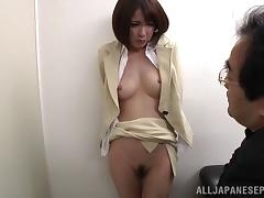 Short haired Japanese office girl gets fingered by her boss