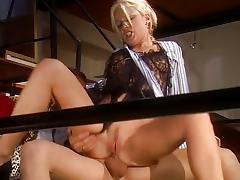 Blondes Jessica May and Fiona Evans
