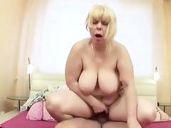 Mature MILF Caught Friend naked and Wake up to Fuck