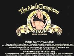 Junges Teen mit Supertitten dreht privatporno