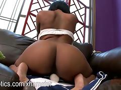 Chanell Heart getting off with a Hitachi Wand