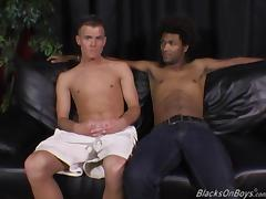 A white guy and a black dude sucking each others cock
