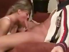 Deepthroating Amateur Makes it look Easy