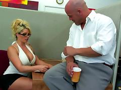 Tattooed office girl falls for her colleague's charm and gets fucked