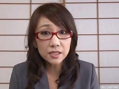 Kondou Ikumi mature Asian babe in glasses in masturbation action