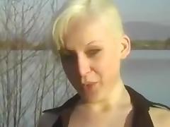 Junge kurzhaarige Analsex Blondine