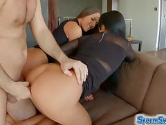 SpermsSwap threesome fun with cum swapping babes