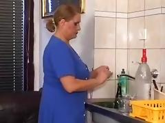Oma Washer Woman