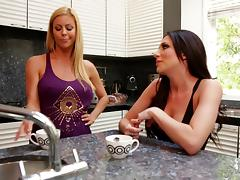 Sporty mom takes a babe to bed and they fuck erotically