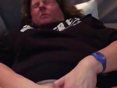 Amateur granny jerking her clit