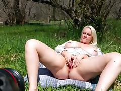 Big Tits Pussy Sqirting in Nature