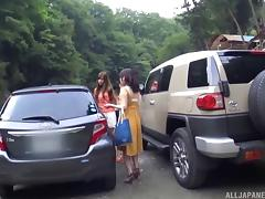 Cute Japanese chick goes naked and gets penetrated in the car