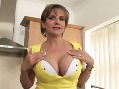 Unfaithful british milf lady sonia reveals her heavy boobs