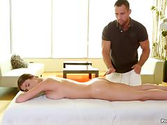 Muscular masseuse makes his lady cum with his big cock