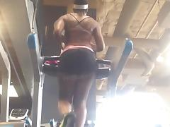 Bubble Sweaty Ebony Booty Clapping On The Tread Mill!!