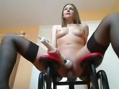 Horny girl fuck a sexmaschiene and Squirt