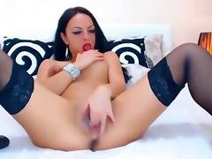 Issadorra fingering her pussy