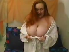 Gros seins (anglais)