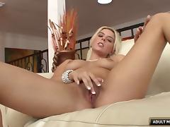 Glamorous blonde decides to take the cum-gun into her shaved pussy
