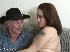 Experienced cowboy decides to penetrate the chick's juicy beaver