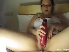 In Sperma mit Dildo zum Orgasmus masturbiert