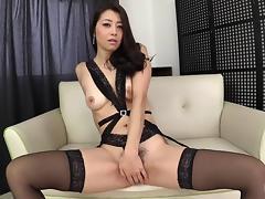 Gorgeous Maki Hojo definitely knows how to use the sex toys!
