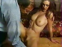 Jolie Jade suce un vieux