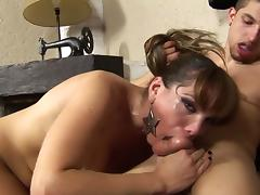 Tranny Gisele Has a Fist Deep in Her Ass