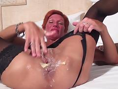 Mature chick with a red face plays with the favorite of her sex toys