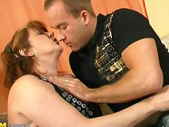 Naughty mature bitch likes having her wet pussy hammered hard