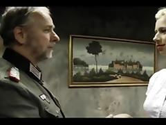 Kleine Nazi-Hure