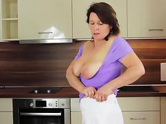 Paulana feels horny and decides to masturbate right in the kitchen