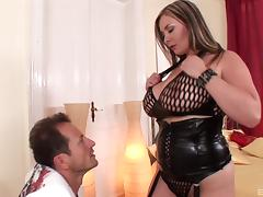 Curvy MILF goddess enjoys each second of the hardcore session