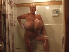 Maxi's Hot Shower