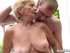 Granny hairy pussy on young dick