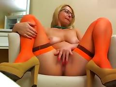 Blonde TrueMilf took off her skirt and showed pussy