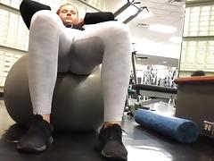 Hot girl at the gym voyeur