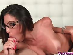 Throating spex model sucking hard cock