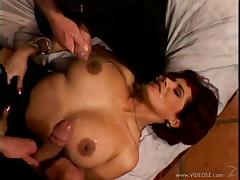 She got men to play and fuck her hard